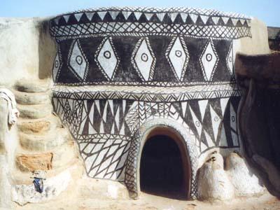 Maison mère ou maison des rites. The mother house for ritual ceremonies.
